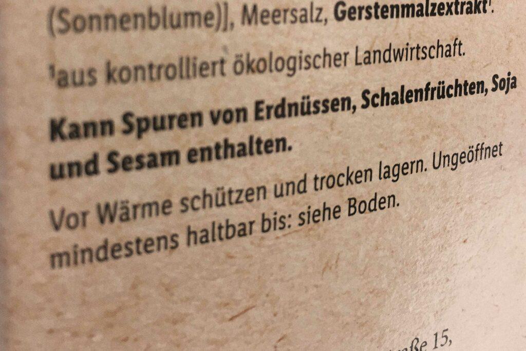 """Der Text """"Kann Spuren von..."""" findest du auf vielen Produkten"""
