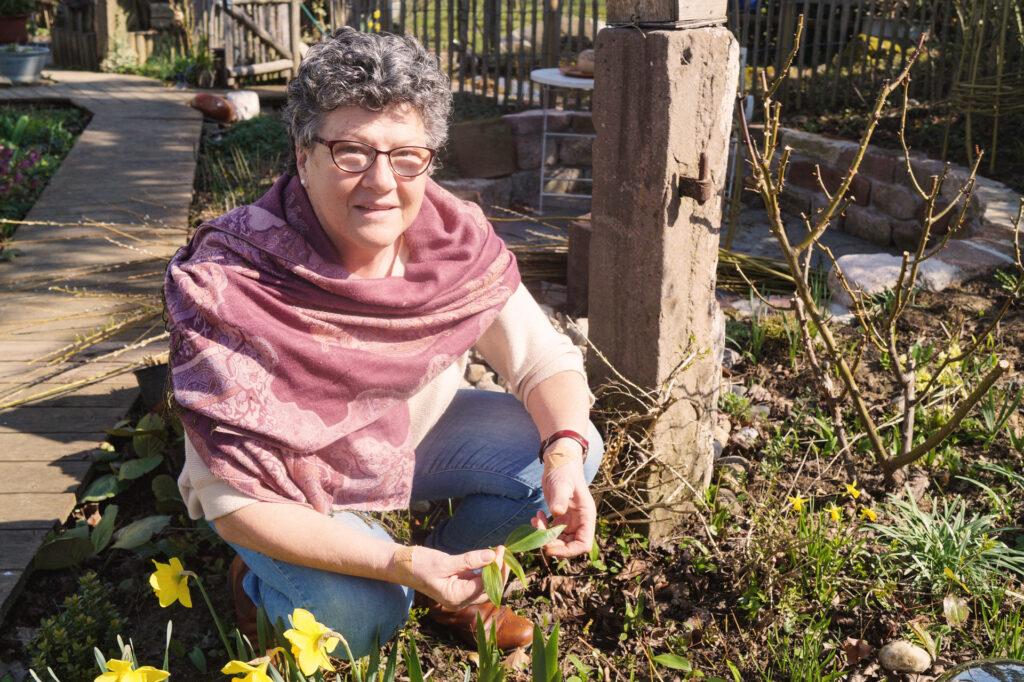 Maria Vogt im Garten
